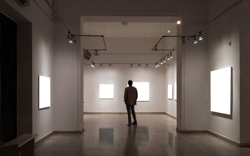Una galería con mucho arte