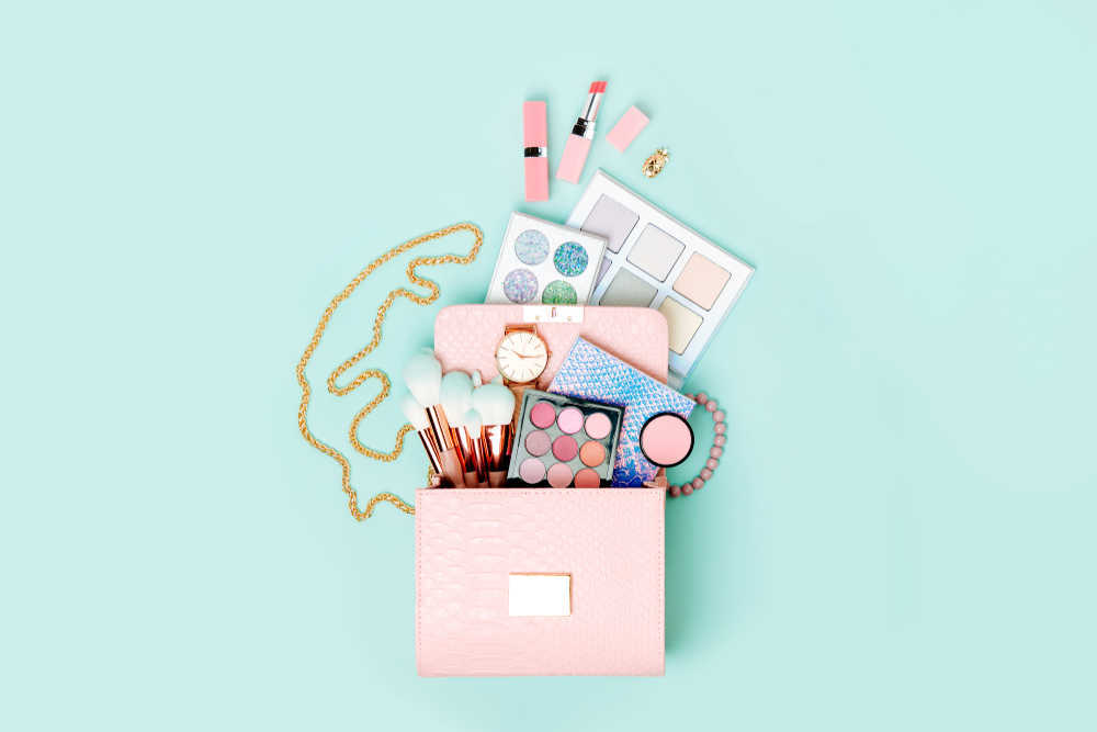 Los productos de maquillaje básicos que no pueden faltar en tu cartera